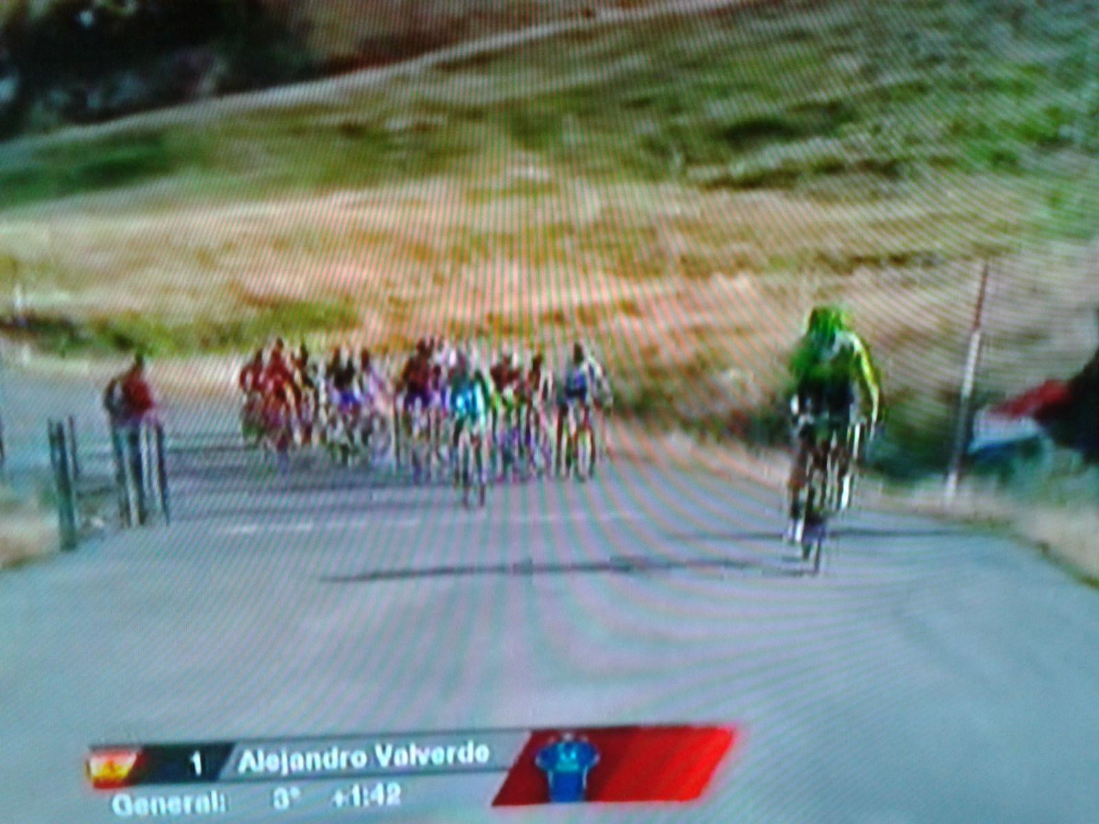 Alejandro Valverde attackiert den Führenden Nibali